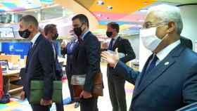 Pedro Sánchez, Mark Rutte y António Costa, durante la cumbre de este viernes