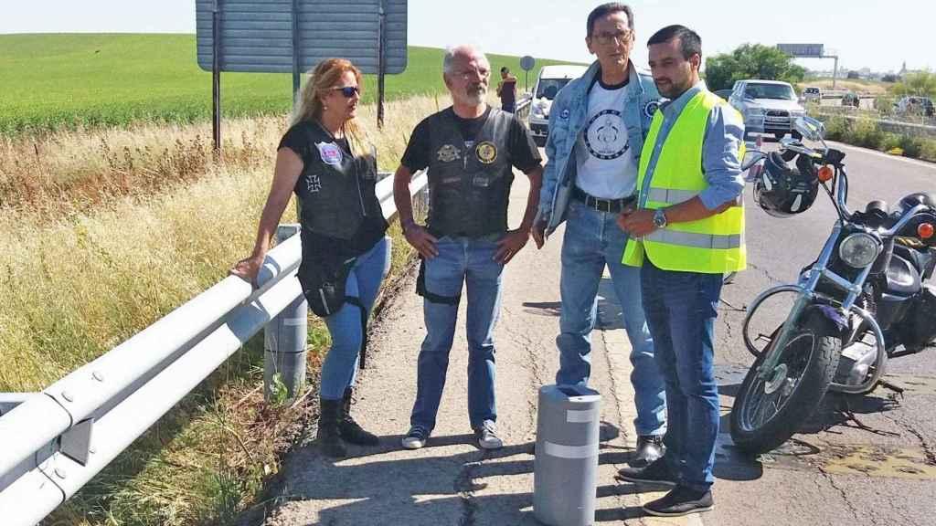 Antonio Rosado, con chaqueta vaquera, es el presidente de los motoclubes jerezanos