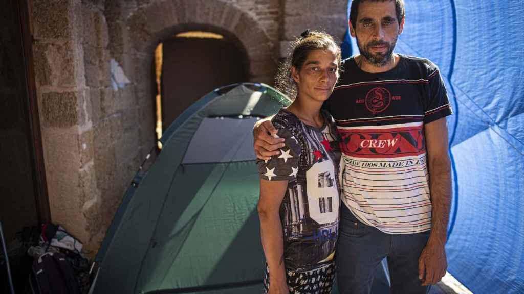 Julián y Carmen, que vivían en Granada aunque ella es de origen valenciano, duermen al raso en Cádiz desde hace 14 meses.