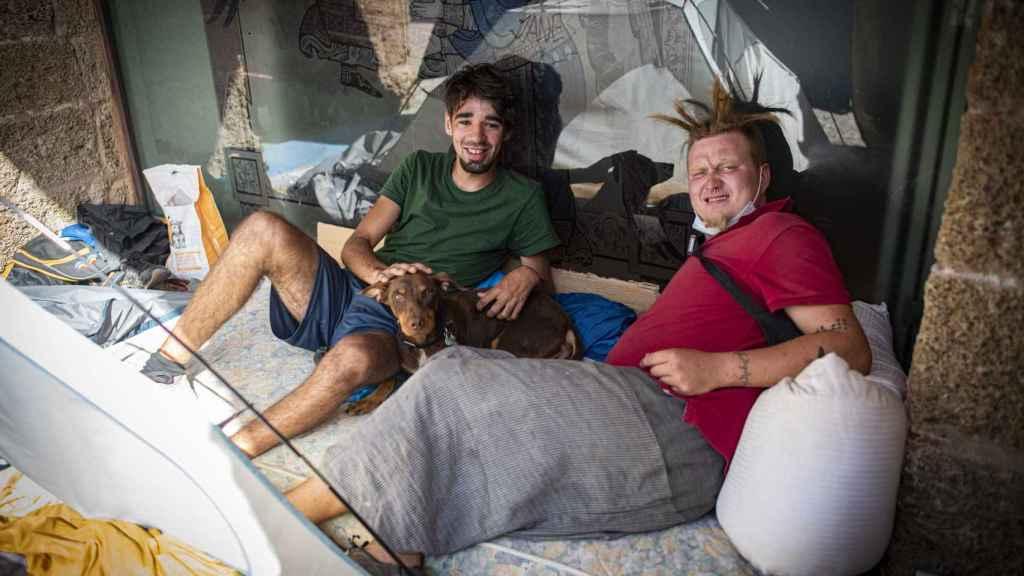 Jaime Santana, canario de 19 años, y Jamar Vaisma, estonio de 24, son dos 'sintecho' de Cádiz.