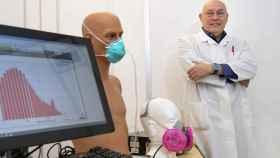 El investigador Sergey Grinshpun y su sistema de pruebas- Colleen Kelley/University of Cincinnati