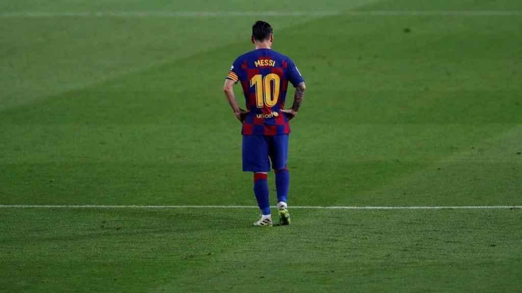 Messi, solitario durante el partido del Barcelona