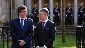 El lehendakari Íñigo Urkullu junto a Carles Puigdemont.