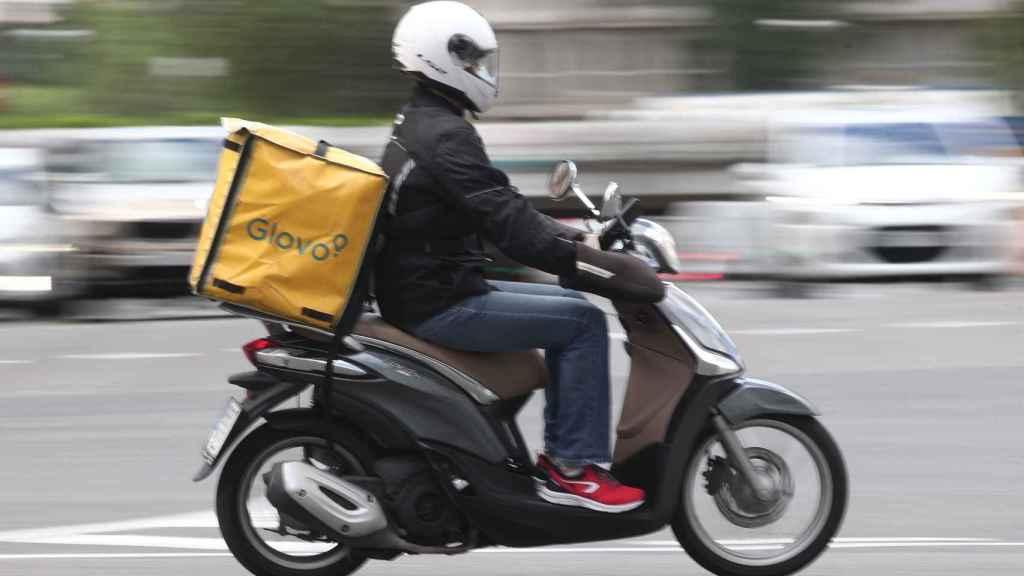 Glovo gana peso en las gasolineras de España y desembarca en Portugal.