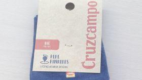 Etiqueta de calcetines cruzcampo.