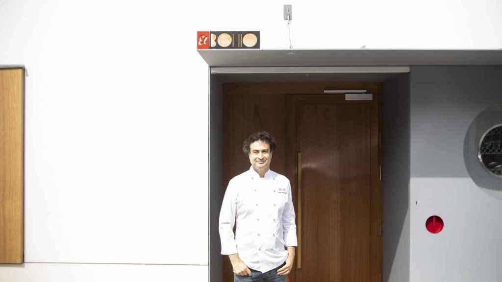 Pepe Rodríguez, en la puerta de su restaurante, el Bohío.