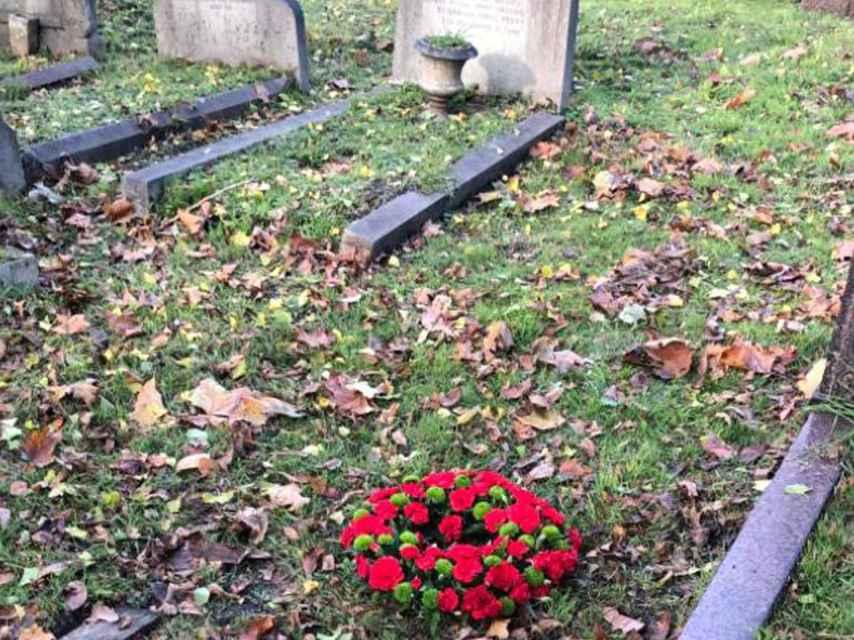 Tumba sin lápida de Chaves Nogal en el cementerio de North Sheen (Londres).