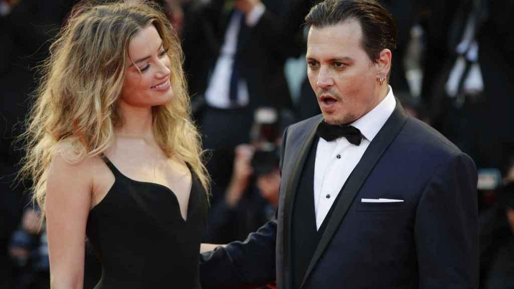 Johnny Depp y Amber Heard mantienen un duro cruce de acusaciones.