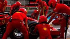 Ferrari haciendo un pit stop