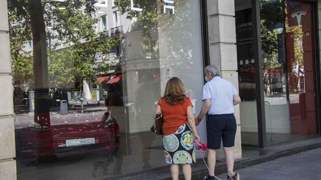 Tienda Tesla en la calle Serrano, en Madrid.