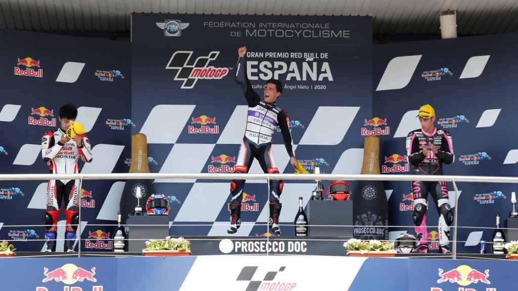 Albert Arenas celebra su triunfo en el Gran Premio de España de Jerez