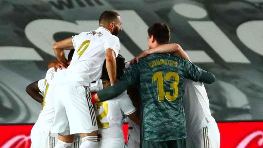 Karim Benzema y Thibaut Courtois