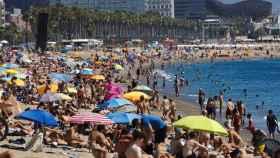 Una playa barcelonesa el domingo pasado.
