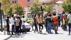 Un centenar de inmigrantes protestando este domingo en Albacete.