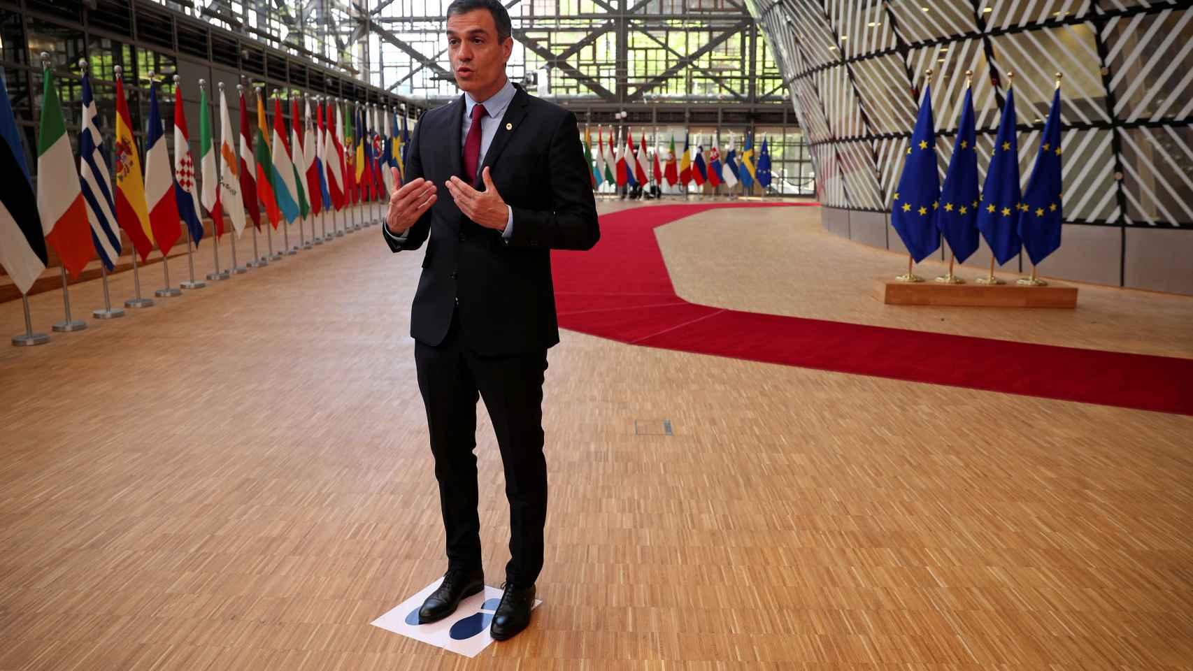 El presidente del Gobierno, Pedro Sánchez, en el punto marcado para las comparecencias de prensa