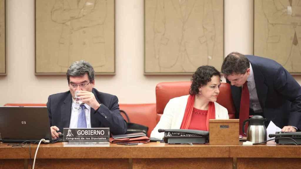 José Luis Escrivá y Magdalena Valerio, antes de la comparecencia del ministro en el Pacto de Toledo.