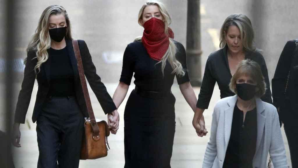 Amber Heard en la Corte de Londres.