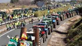 Una tractorada de agricultores y ganaderos en una imagen de archivo