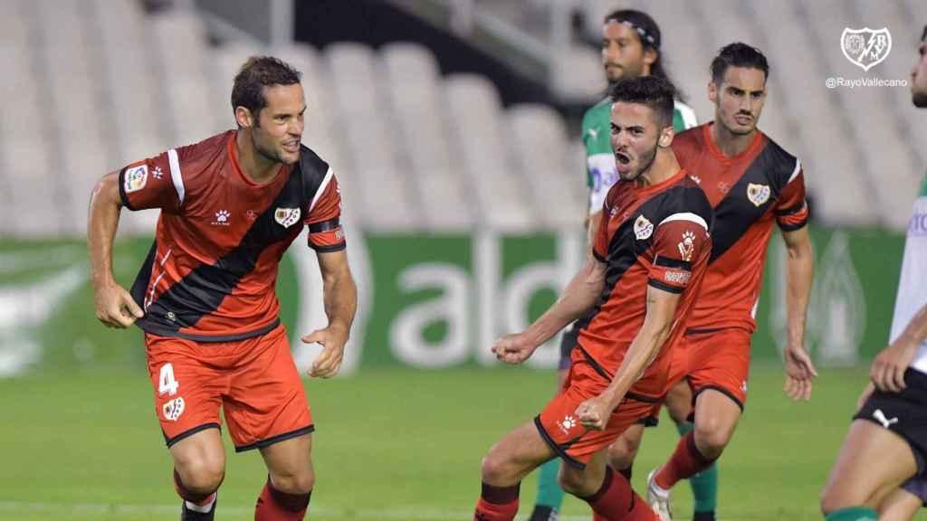 El Rayo Vallecano celebra un gol