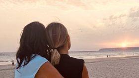 Paz Padilla y Anna Ferrer frente al mar para despedir a Antonio Vidal.