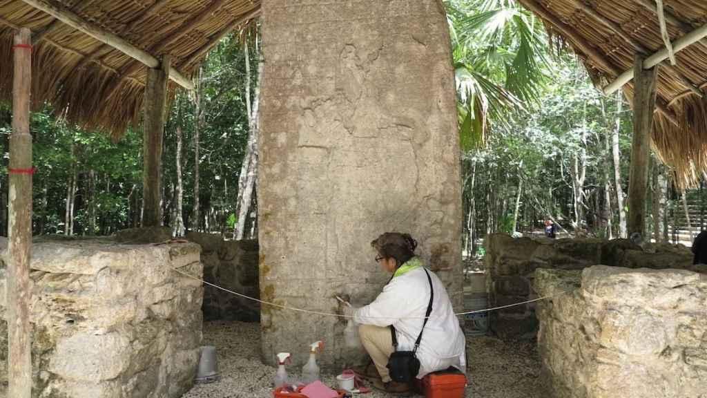 Una arqueóloga durante un trabajo de campo en la península de Yucátan (México).