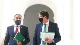 El consejero de Presidencia, Elías Bendodo, y el vicepresidente de la Junta, Juan Marín.