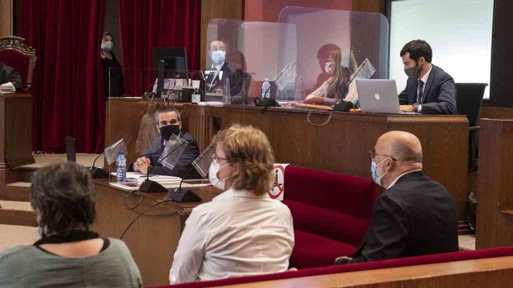 Trámite de cuestiones previas en el juicio a los exmiembros de la Mesa del Parlament en el TSJC.