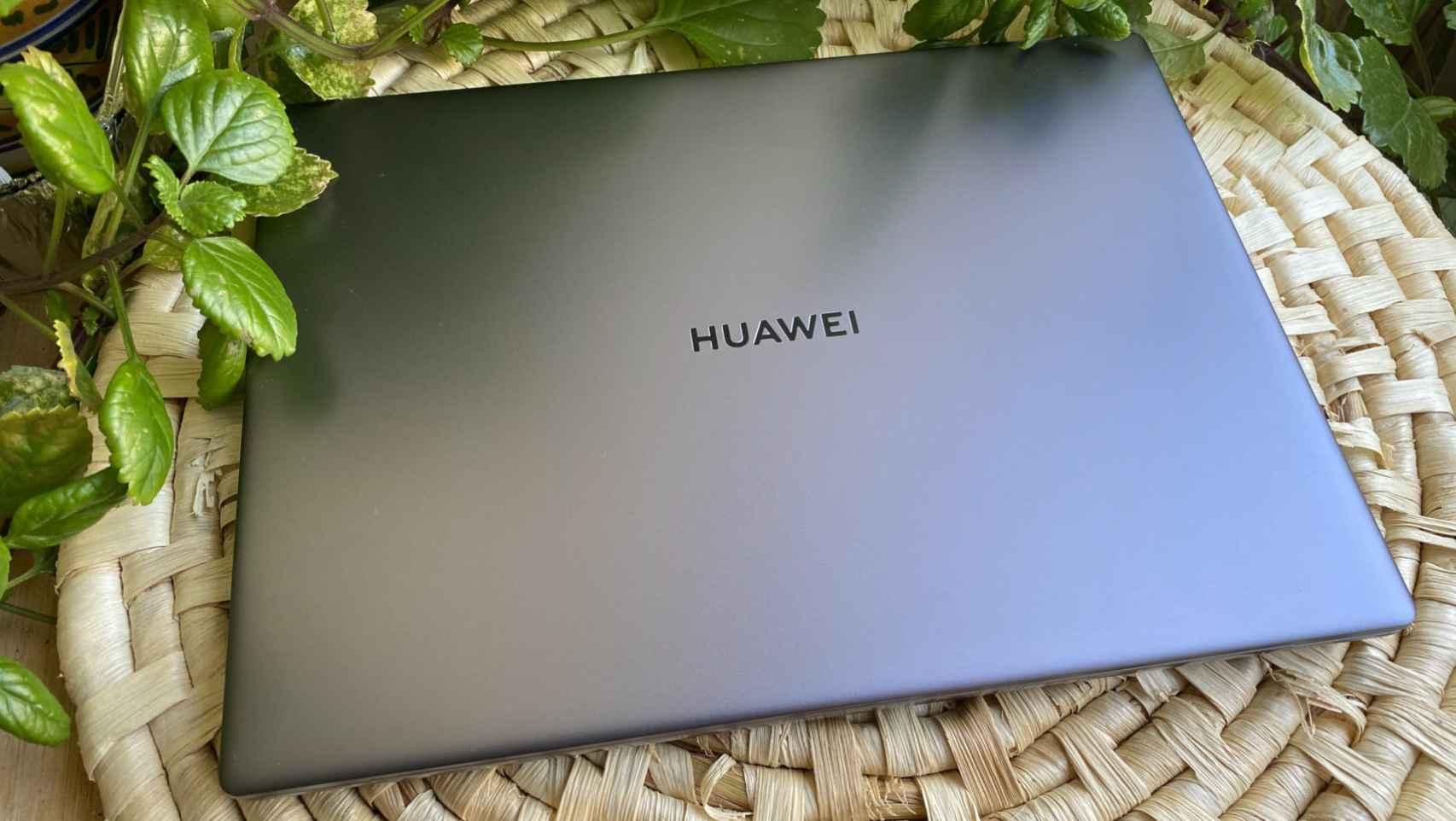 El nuevo Huawei MateBook 14 ya es algo más que un clon del MacBook