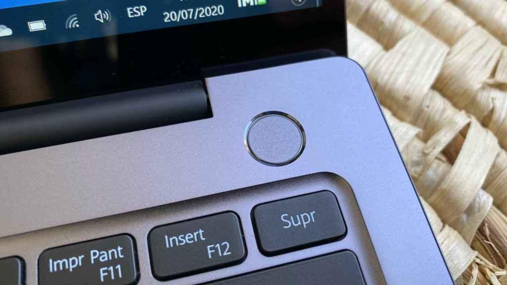El botón de encendio del Huawei MateBook 14 incluye un lector de huellas dactilares