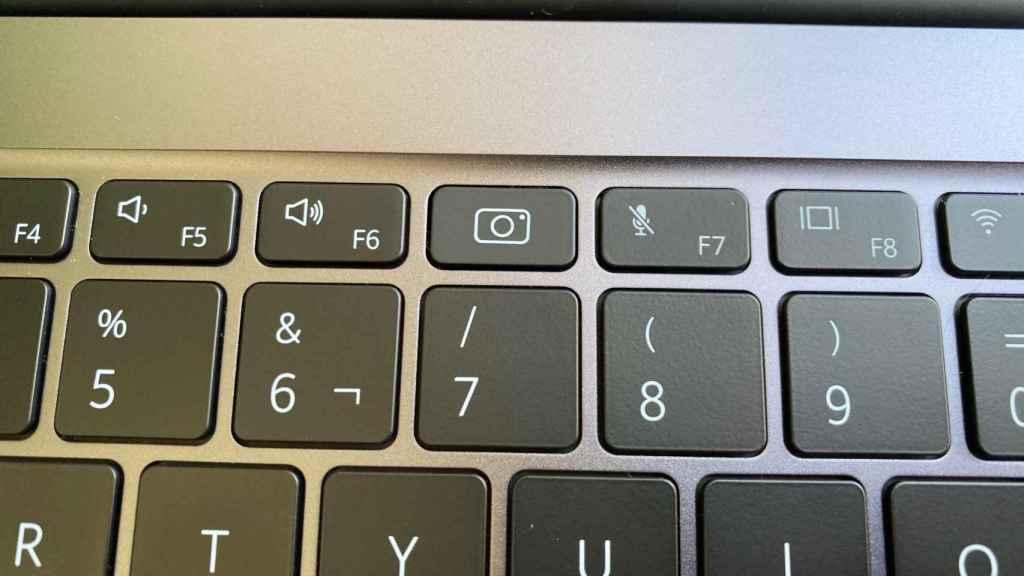 Parece una tecla normal, pero en el Huawei MateBook 14 oculta la webcam