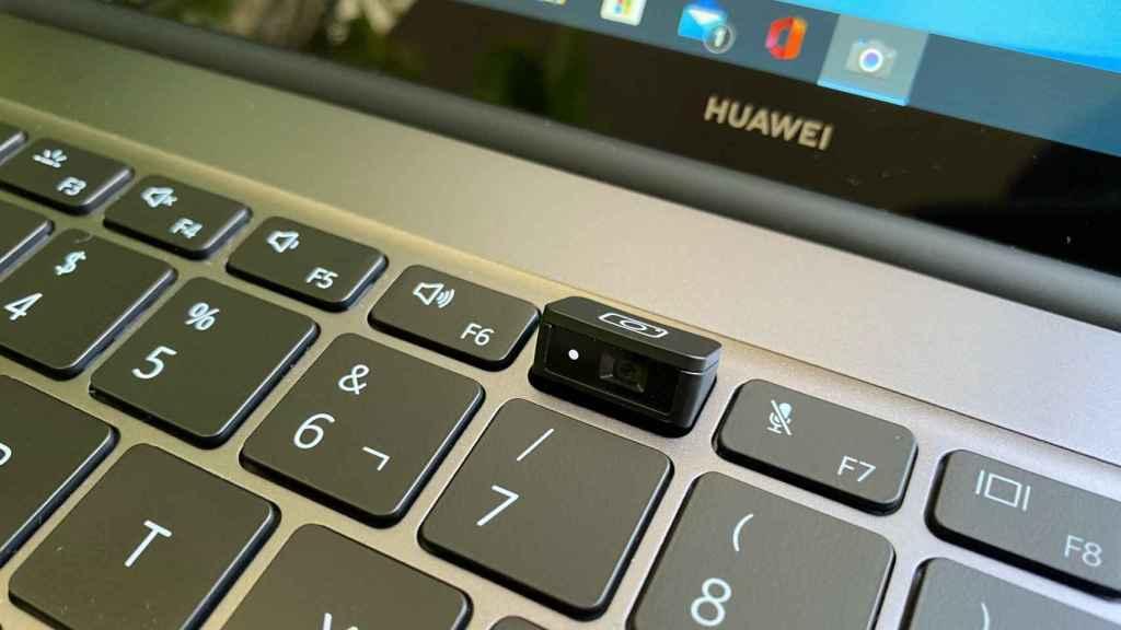 La ya famosa webcam del Huawei MateBook, oculta en el teclado