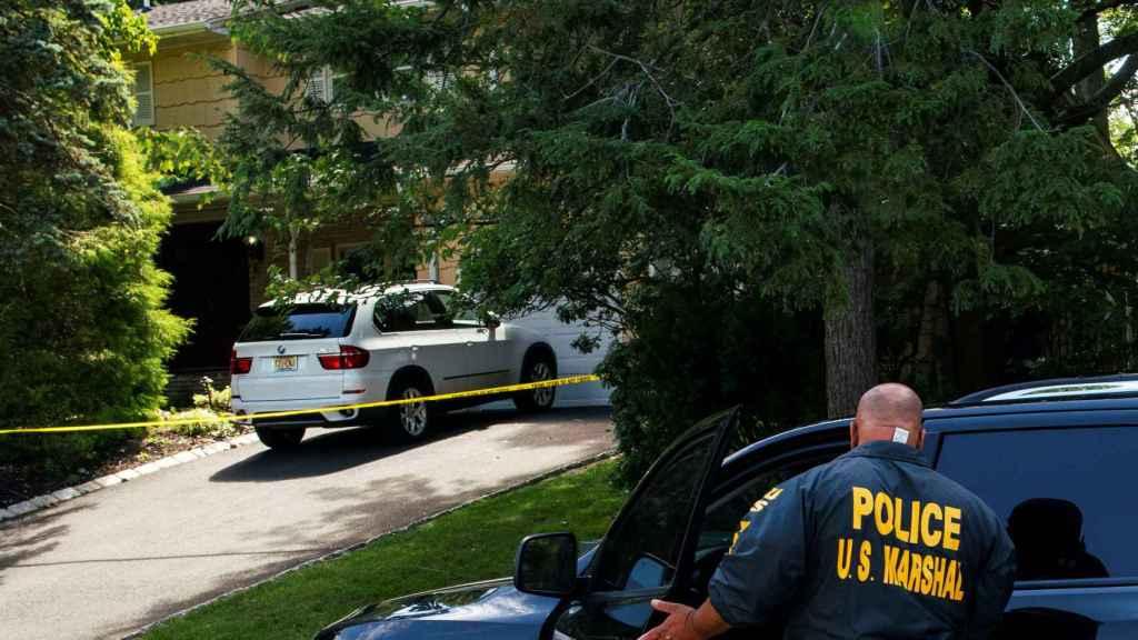 Imagen del exterior del domicilio de Esther Salas tras el tiroteo.