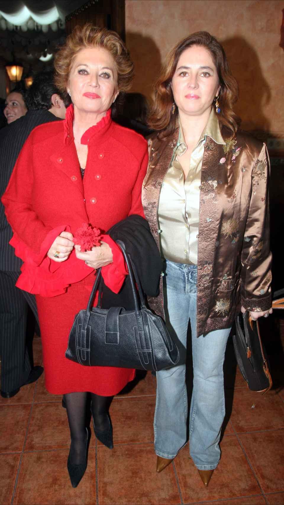 Consuelo y Gabriela en 2005.