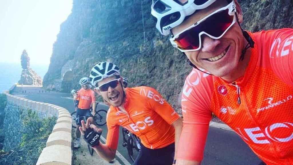 Chris Froome entrenando en Tenerife junto a sus compañeros