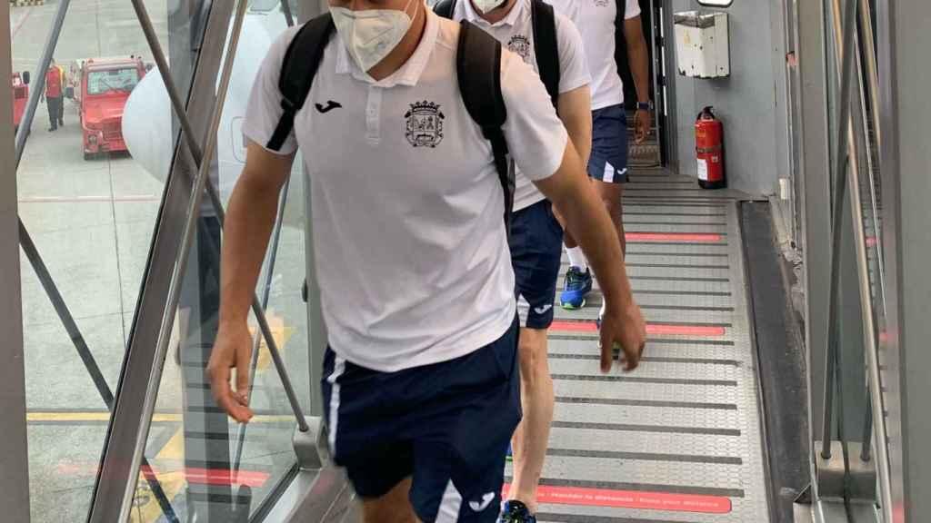 Jugadores del CF Fuenlabrada llegando a La Coruña