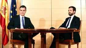 El presidente del Gobierno, Pedro Sánchez, y el líder del PP, Pablo Casado, en un encuentro.