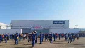 Asamblea de trabajadores en la planta de Tablada de Airbus, en Sevilla.