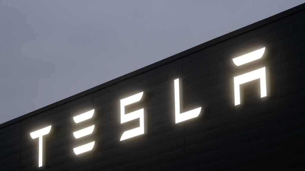 Tesla mantiene las ganancias.