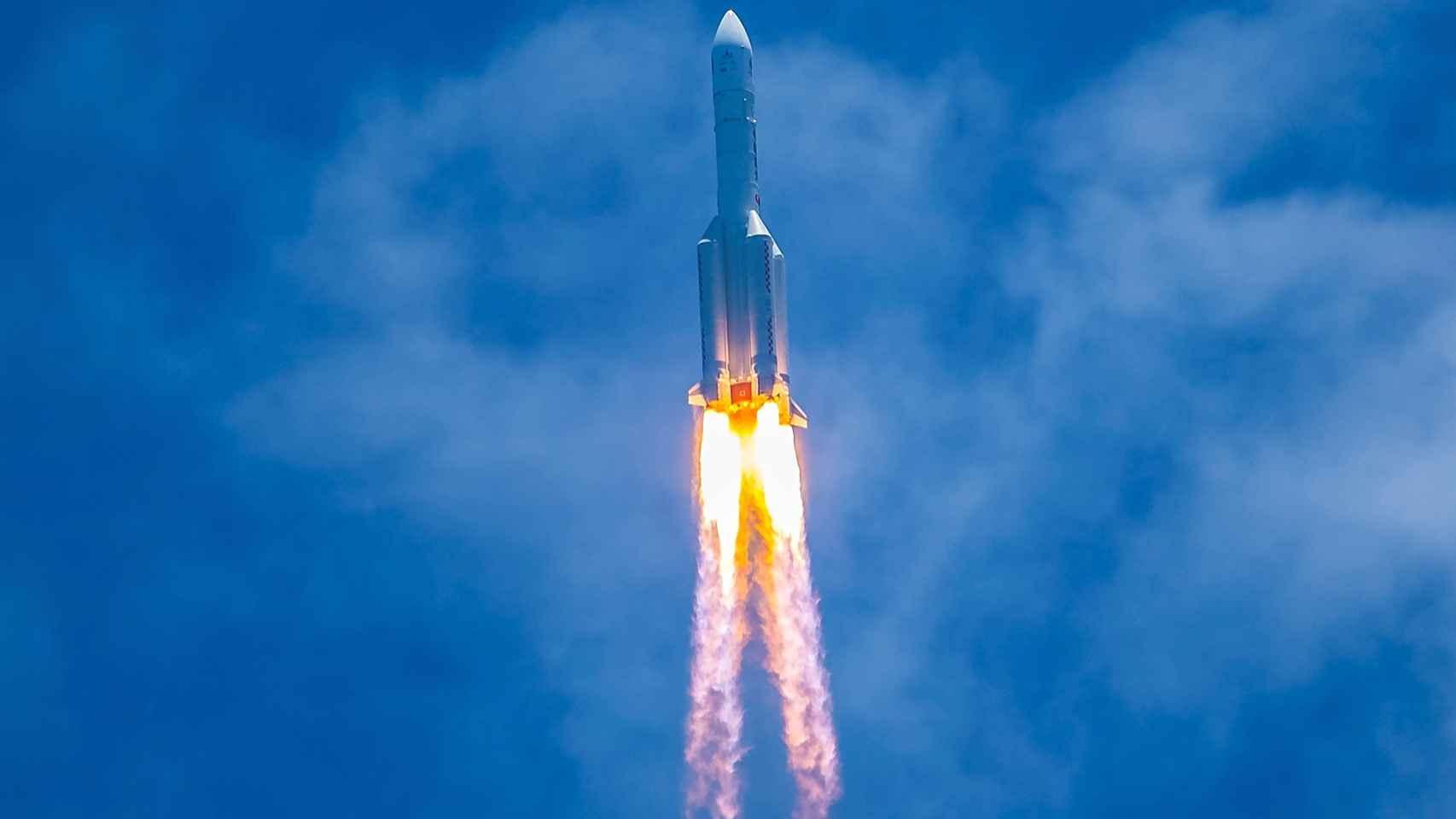 Un cohete chino se va a estrellar contra la Tierra, y nadie sabe dónde —