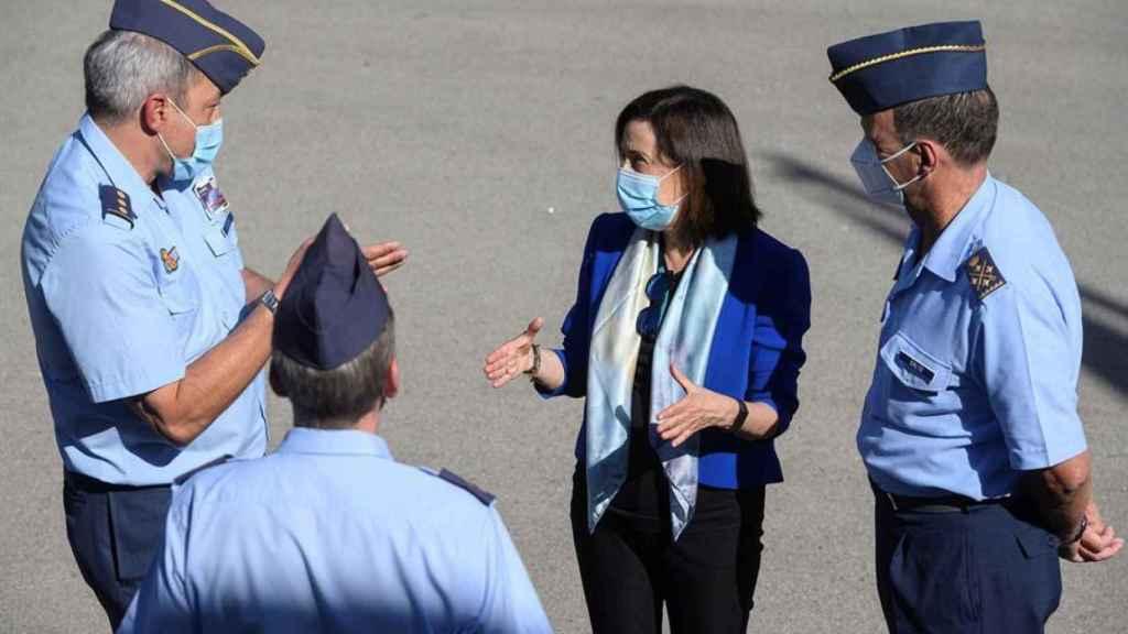 Margarita Robles, en una visita al Centro del sistemas Aeroespaciales de Observación (CESAEROB).