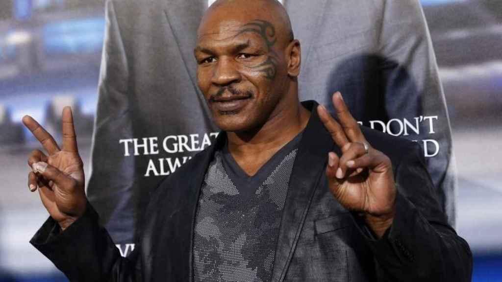 Mike Tyson posando