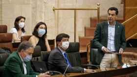 El presidente de la Junta, Juanma Moreno, en el Parlamento andaluz.