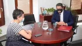 Arancha González Laya y el ministro principal de la colonia de Gibraltar, en Algeciras la semana pasada.
