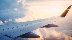 Vista desde la ventana de un avión.