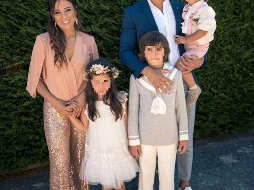 La familia al completo en la comunión del hijo mayor de Jorge y Alicia.