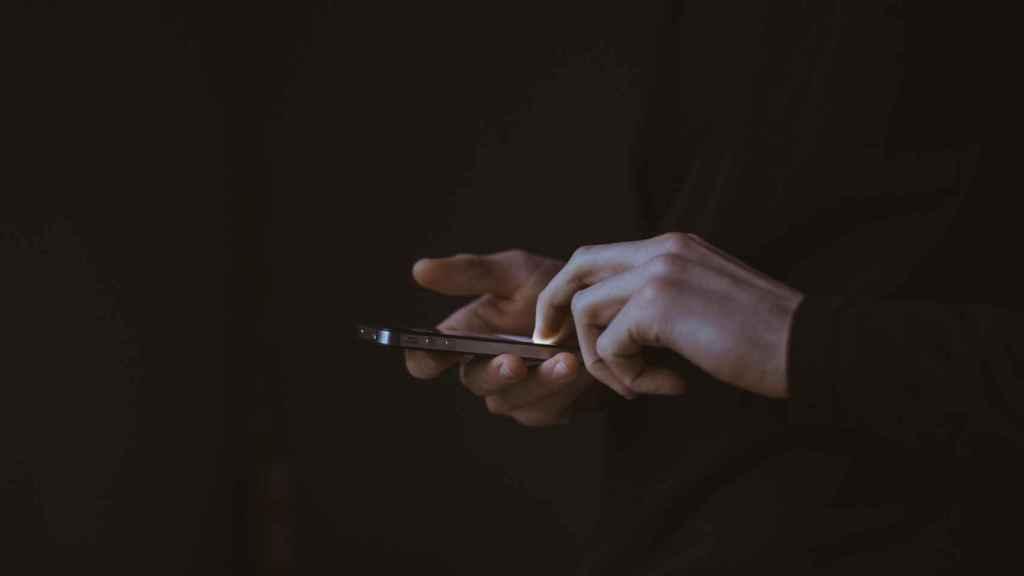 Los asistentes registrarían tanto su entrada como salida del local a través de su dispositivo móvil, a modo de DNI digital.