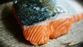 Un filete de salmón, un pescado graso importante para la salud cardiovascular.