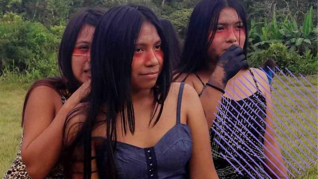 Fotografía del pasado 19 de junio que muestra a un grupo de mujeres durante una sesión de empoderamiento, en la aldea de Llamchamacocha (Ecuador).