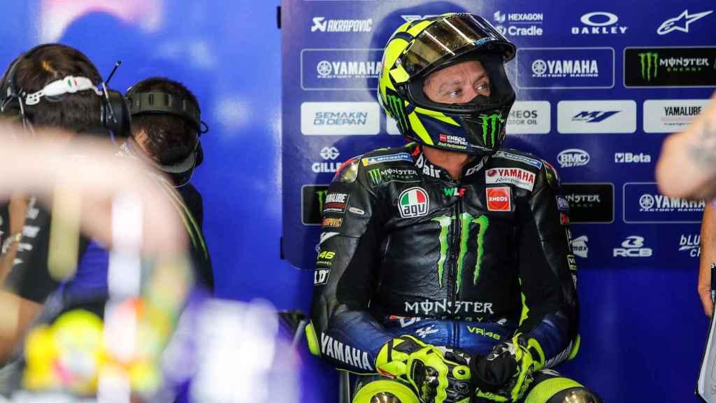 Valentino Rossi, en el box de Yamaha