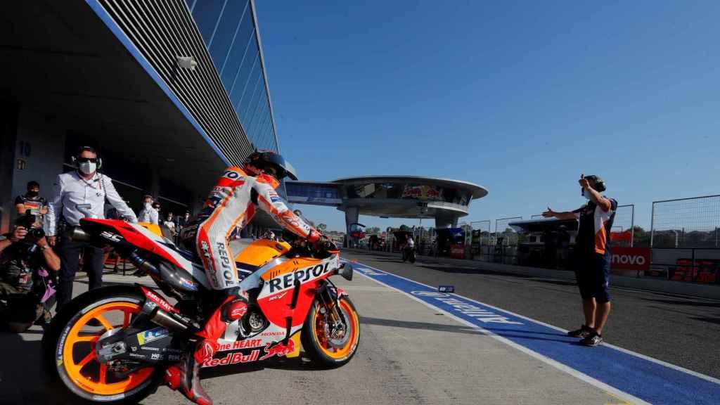 Marc Márquez se incorpora a pista desde boxes en el segundo día de entrenamientos libres del Gran Premio Red Bull de Andalucía